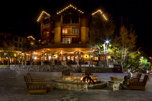 Mammoth Village, Mammoth Lakes Shopping, Mammoth Lakes Restaurants, Mammoth Lakes Lodging, Things to do in Mammoth Lakes, Footloose Sports, Roma Boutique, Bear Creek Pizza, Campo Mammoth, Lakunuk